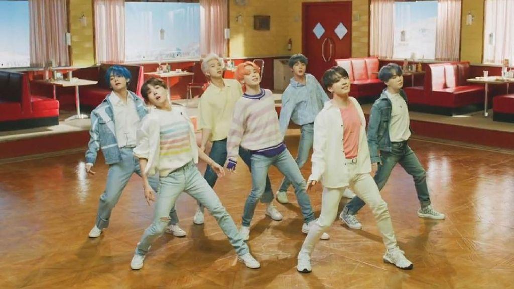 BTS Band Pertama Setelah The Beatles Cetak Sejarah di Billboard 200