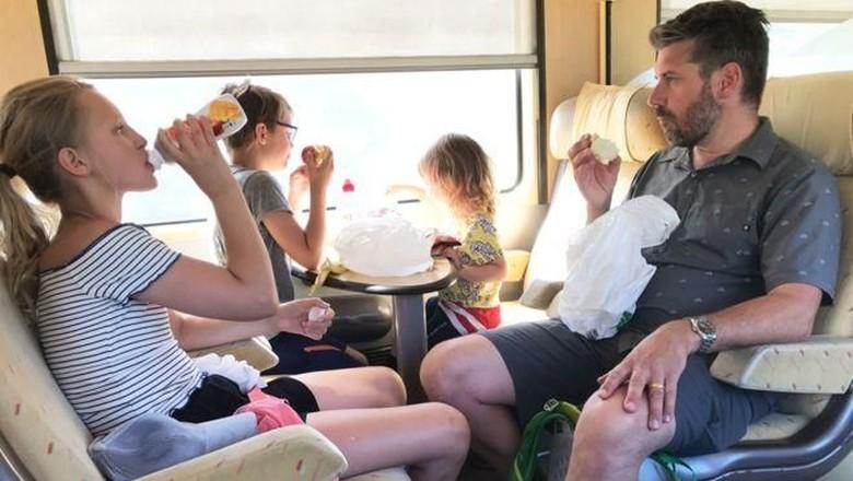 Orang Swedia lebih memilih naik kereta daripada naik pesawat (BBC)