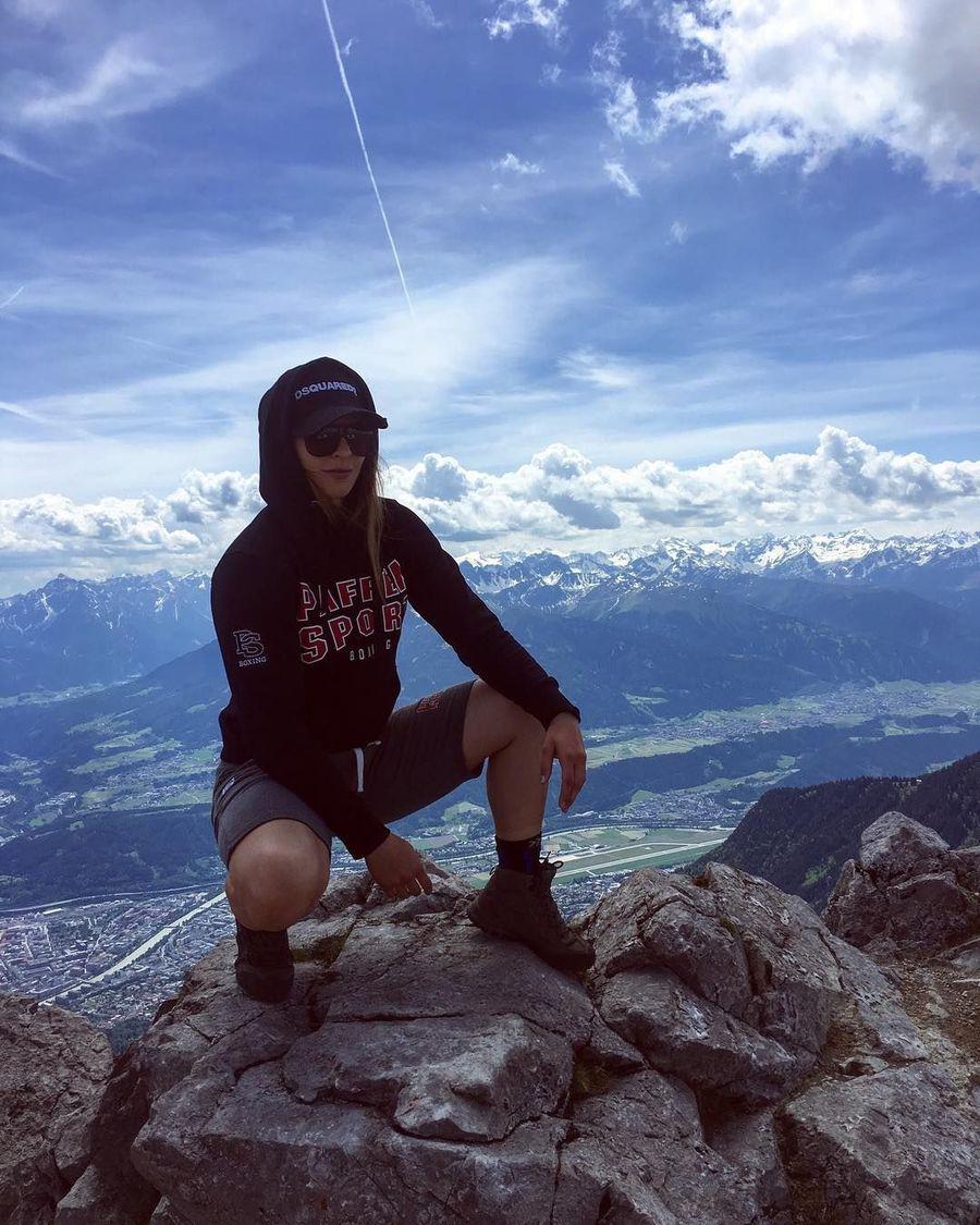 Christina acap kali keliling dunia dan mengabadikan momen di akun Instagramnya saat ia traveling (ladyhammer_official/Instagram)