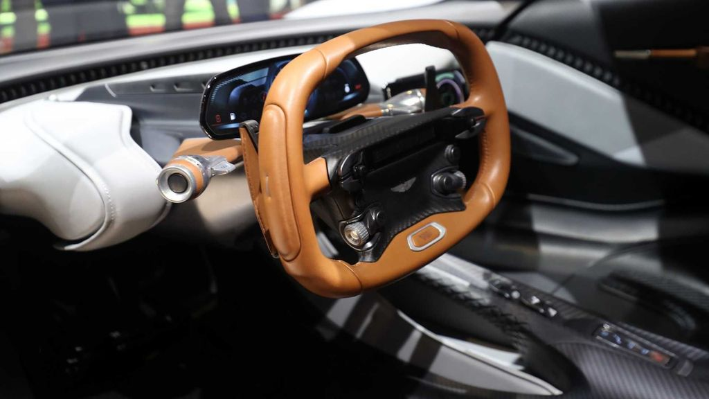 Aston Martin Valhalla mulai diuji di jalanan