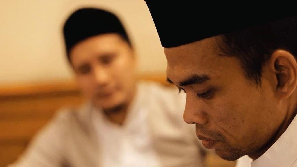 Diburu Waktu, Arie Untung Jemput Ustaz Abdul Somad Naik Helikopter