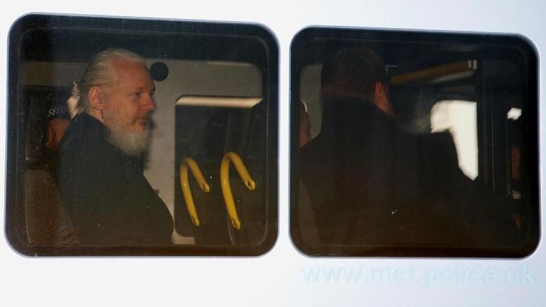 Ribut-ribut Presiden-Eks Presiden Ekuador di Balik Penangkapan Julian Assange