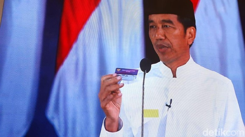 Jokowi Pamer 3 Kartu, Maruf Amin Diam di Sesi Debat Pertama