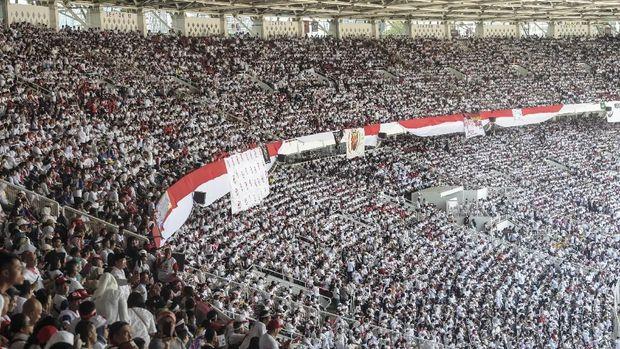 Massa pendukung Joko Widodo-Ma'ruf Amin mulai memenuhi Stadion Utama GBK.