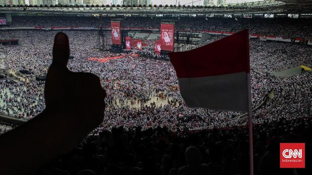 Pasutri dari Cikampek Cari 'Cuan' di Kampanye Akbar Jokowi
