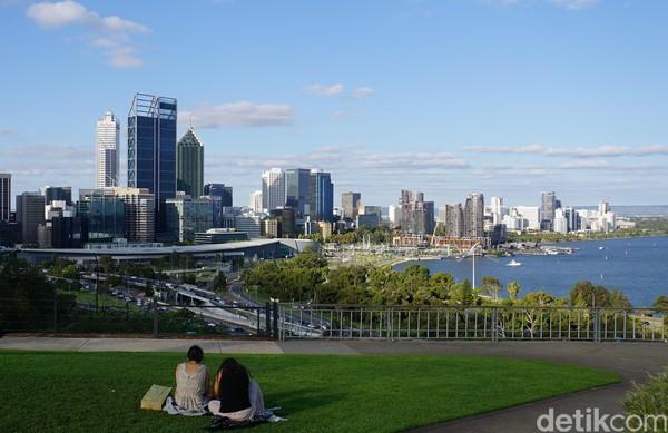 Sekadar bersantai dan jalan-jalan sore, kamu juga bisa mengunjungi Kings Park & Botanical Garden di Perth. Ini salah satu taman kota terbesar di dunia (Ahmad Masaul Khoiri/detikcom)