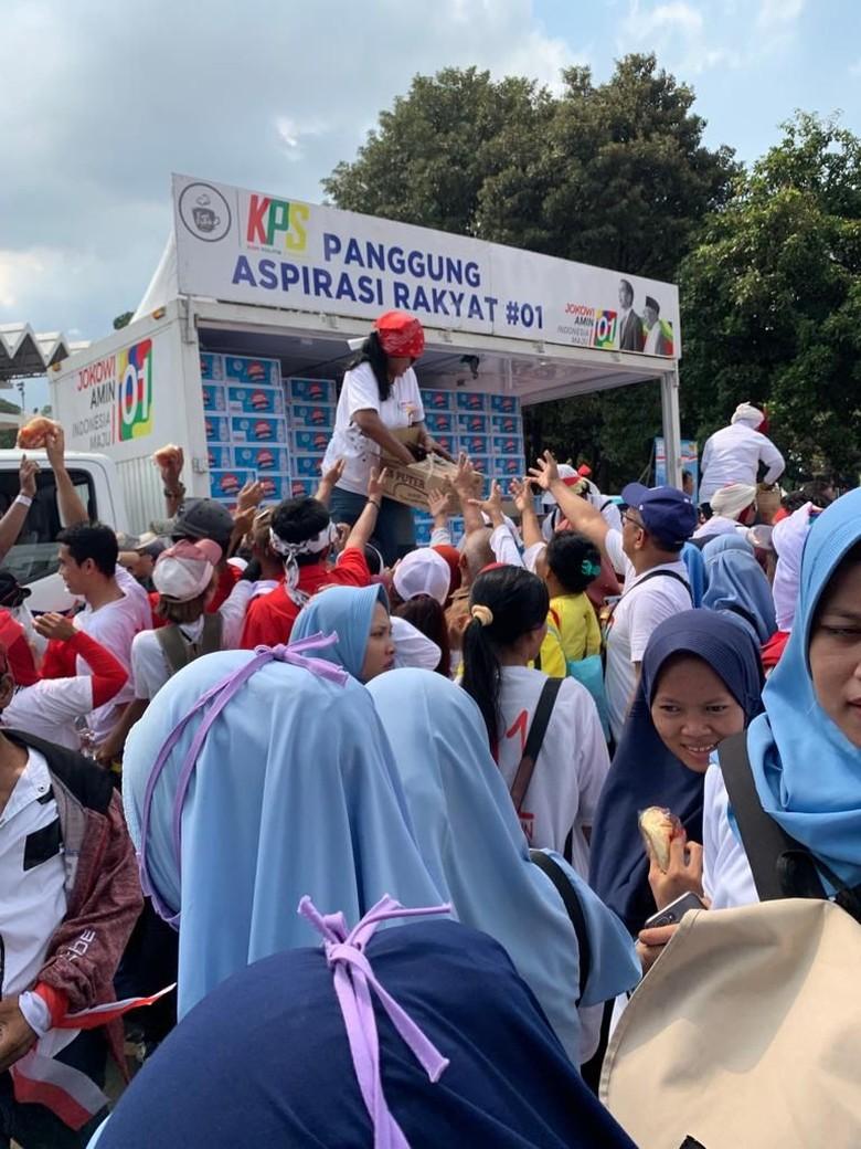 Massa Pro-Jokowi Putihkan GBK, Relawan KPS Kian Optimistis 01 Menang
