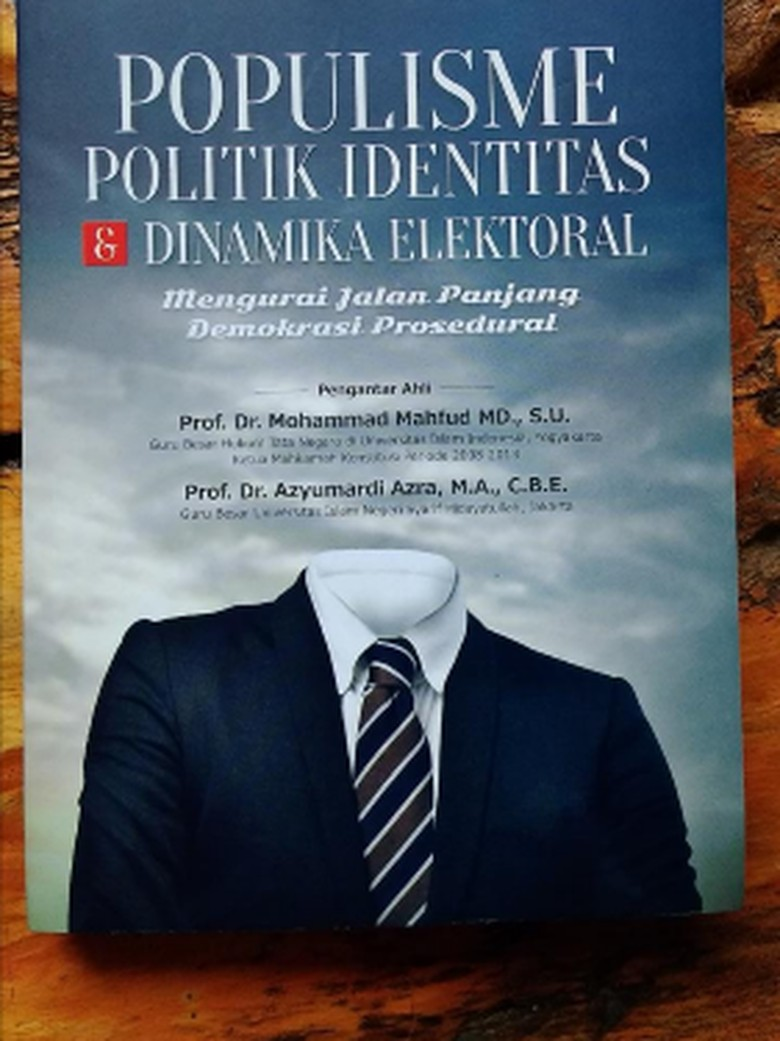 (Racun) Populisme, Politik Identitas, dan Jalan Panjang Demokrasi