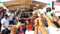 Ganjar Ajak Warga Jateng Kerja Bakti Bersihkan APK Pemilu Besok