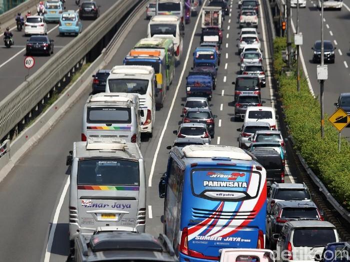 Ilustrasi macet di Jalan Tol Dalam Kota (Agung Pambudhy/detikcom)