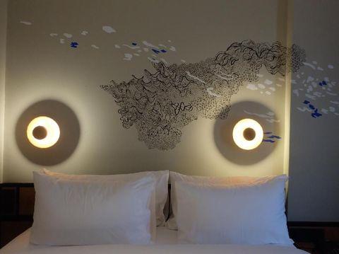Bergaya Surealis, Rega Ayundya Putri Lukis Puluhan Kamar Hotel