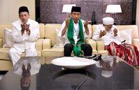 Jokowi terima tasbih dan serban