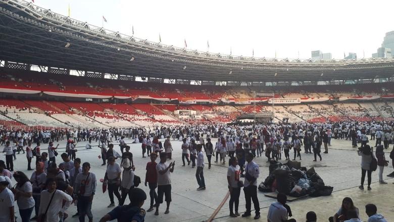 Massa Konser Putih Bersatu Mulai Tinggalkan GBK