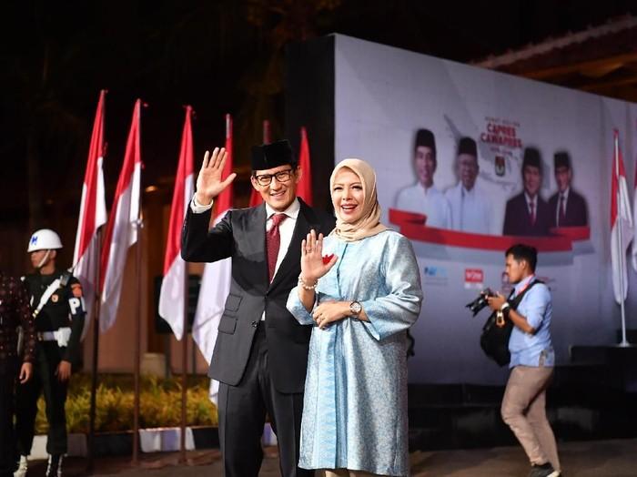 Sandiaga Uno dan istri, Nur Asia Uno, di debat capres terakhir. Foto: Antara Foto/Rivan Awal Lingga