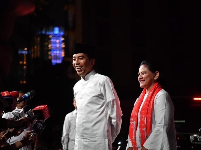 Jokowi dan Iriana di Debat Capres 2019. Foto: Antara Foto/Rivan Awal Lingga