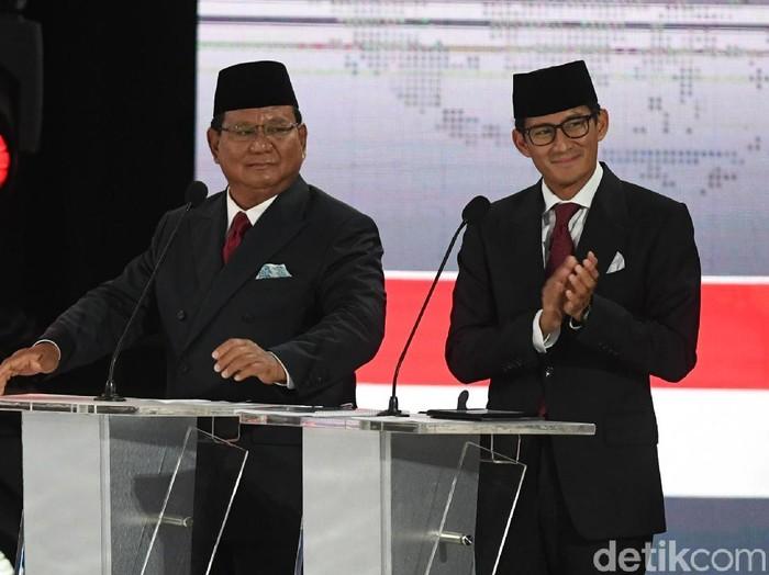 Gaya formal Prabowo dan Sandiaga Uno di debat terakhir. Foto: Antara Foto/Wahyu Putro A