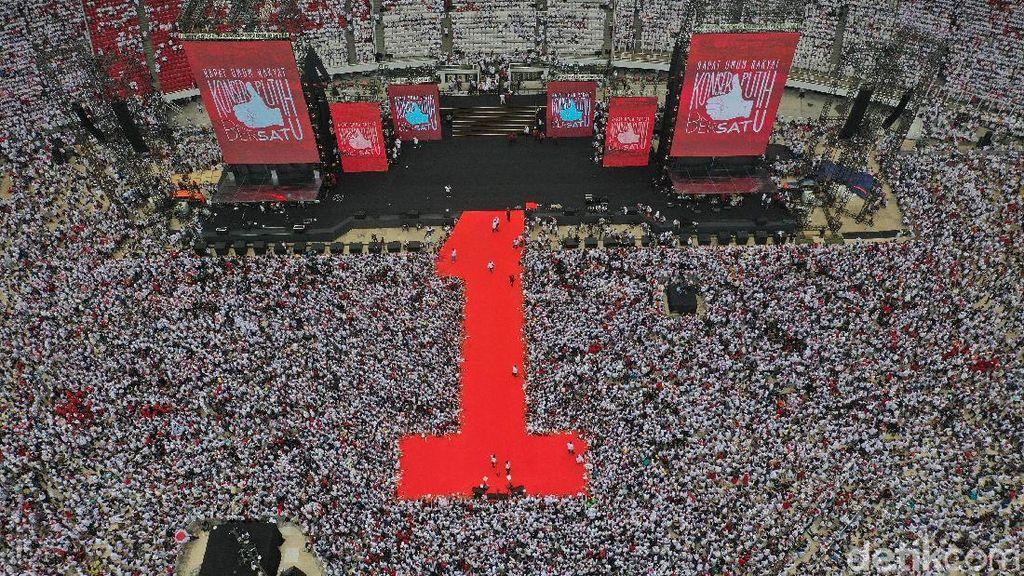 Aksi 100 Gitaris Hibur Massa Pro-Jokowi di Konser Putih Bersatu