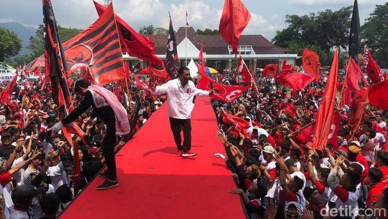 Didi Kempot Meriahkan Kampanye Terakhir Massa Pro Jokowi di Magelang