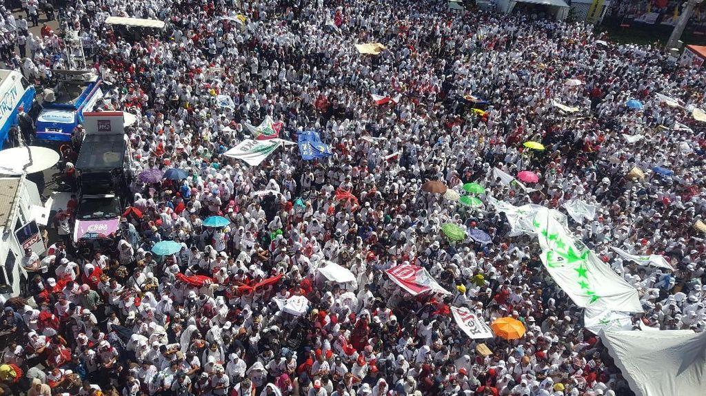 Penampakan Massa Pro-Jokowi Jelang Konser Putih Bersatu
