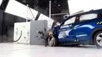 Tujuan Honda memajang mobil yang sudah remuk tersebut adalah untuk mengingatkan kepada pengemudi betapa bahayanya kecelakaan lalu lintas, dan sekaligus mendemonstrasikan kemampuan Honda dalam uji tabrak. Foto: Honda