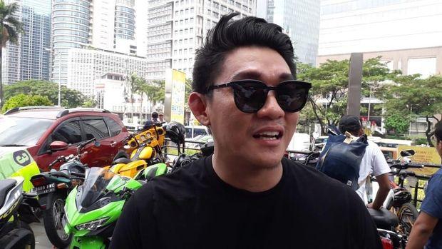 Rumor Asmara dengan Ifan 'Seventeen', Istri Herman Ngaku Tak Ada Kontak Lagi