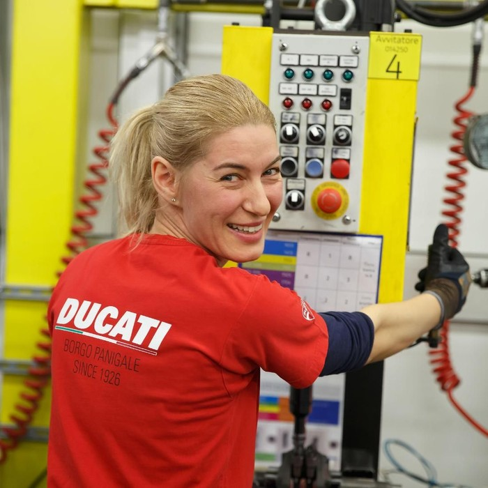 Pekerja Wanita di Pabrik Ducati