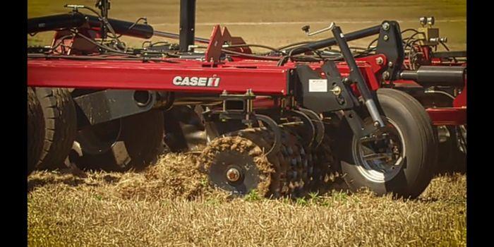 Saat berkerja, traktor ini dapat dipantau dan dikendalikan langsung dari jauh. Istimewa.