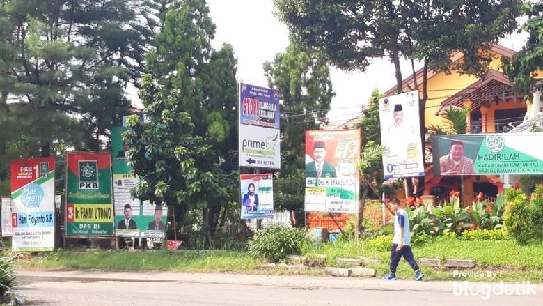 Alat Peraga Kampanye Masih Banyak Ditemui di Surabaya