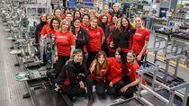 Nggak Nyangka, Ternyata Banyak Pekerja Wanita di Pabrik Ducati