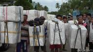 Melihat Para Kijang Jalan Kaki 13 Km Bawa Kotak Suara Pemilu