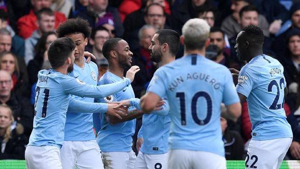 Pep Guardiola menyebut Manchester City butuh dukungan penuh suporter.