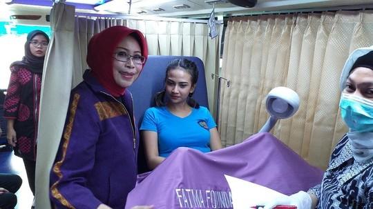 Potret Vanessa Angel Ikuti Penyuluhan Kanker Serviks dan Payudara di Rutan