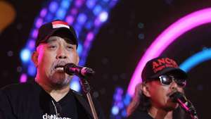 Indro 'Warkop' Diapit Duo Serigala