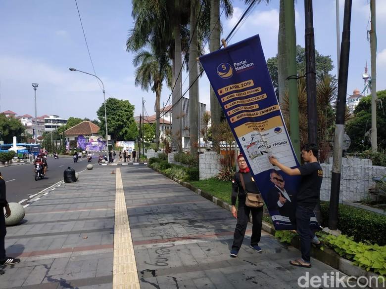 Masa Tenang, APK Pemilu 2019 Masih Menjamur di Kota Bandung