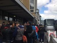 Pihak KBRI bekerja sama dengan PPLN menyediakan fasilitas bus untuk menuju TPS (Istimewa/Puspita)