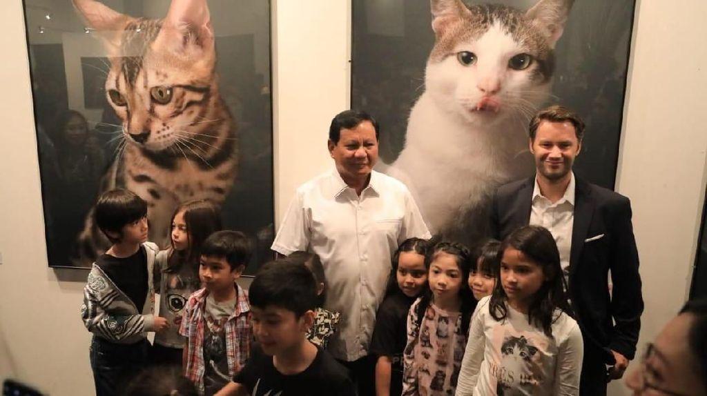 Prabowo Hadiri Pameran Foto Kucing Bobby The Cat di Menteng