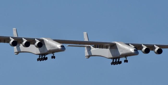 Penerbangan perdana Stratolaunch. Foto: Reuters