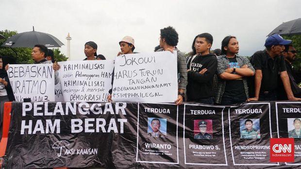 Sejumlah aktivis menyuarakan golput akibat dari kedua kubu capres terdapat pihak-pihak yang diduga terlibat kasus pelanggaran HAM baerat.