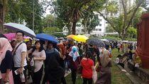 Mengular Panjang, Begini Antrean WNI yang Mau Nyoblos di Singapura
