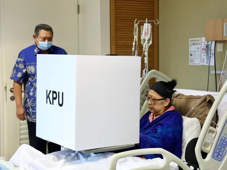 Terbaring di Ranjang RS, Ani Yudhoyono Nyoblos di Singapura
