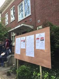 Mulai pagi hingga malam hari, pemilih masih terus berdatangan di TPS Sekolah Indonesia Den Haag (Istimewa/Puspita)