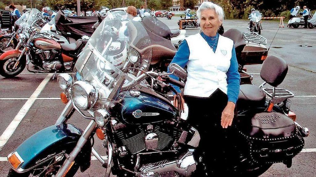 Nenek 93 Tahun Ini Masih Doyan Touring