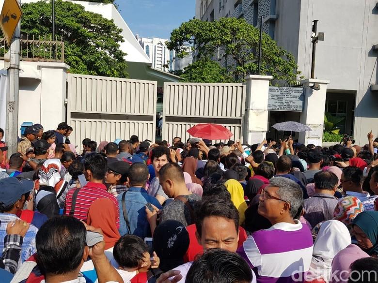 Pencoblosan di Malaysia, WNI Membeludak di Depan KBRI