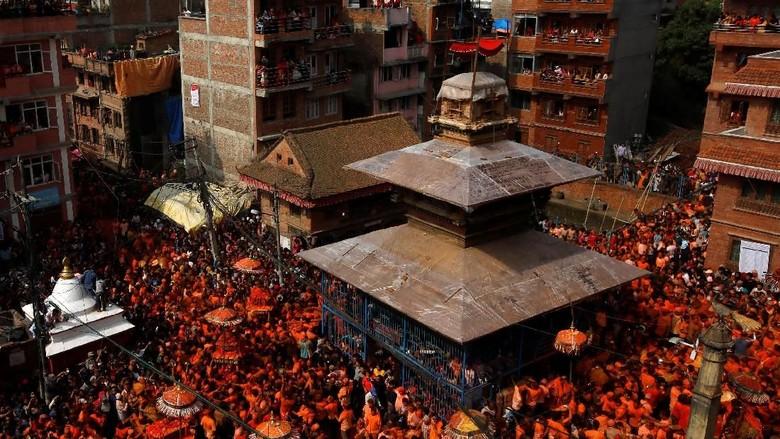Melihat Kemeriahan Festival Kuning di Nepal