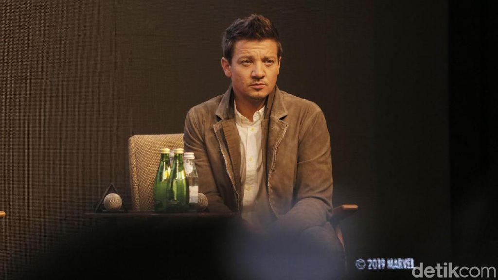 Makin Tua, Jeremy Renner Ingin Film Solo Hawkeye Segera Dibuat