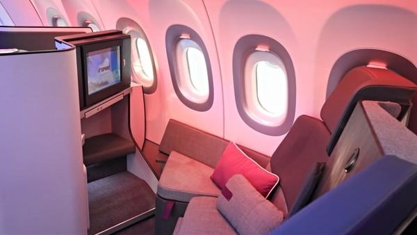 Apabila bepergian dengan kerabat, kursi ini juga lebih mempermudah berinteraksi. Panjang kursi pun mencpai 185 cm, yang sedang dimaksimalkan hingga dapat membentang sampai 195 cm (Airbus)