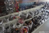 Pasar ini menjual aneka jenis barang seperti sayur, buah sampai aneka suvenir (Shinta/detikcom)