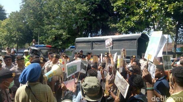 Demo Ajak Warga Bali Golput, Sejumlah Mahasiswa Diamankan Polisi