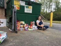 Miris! Demi Berhemat, Orang Tua Beri Makan Anaknya Dari Tempat Sampah