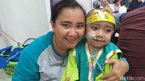 Dari Ambon ke Jakarta, Apriani Perjuangkan Kesembuhan Kanker Anaknya
